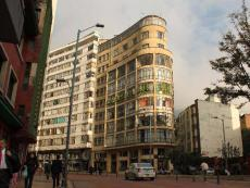 Héctor Zamora, Delirio Atópico, Bogota, two floors of two similar looking buildings located on the same street but on very different neighborhoods are filled with bananas, 2009